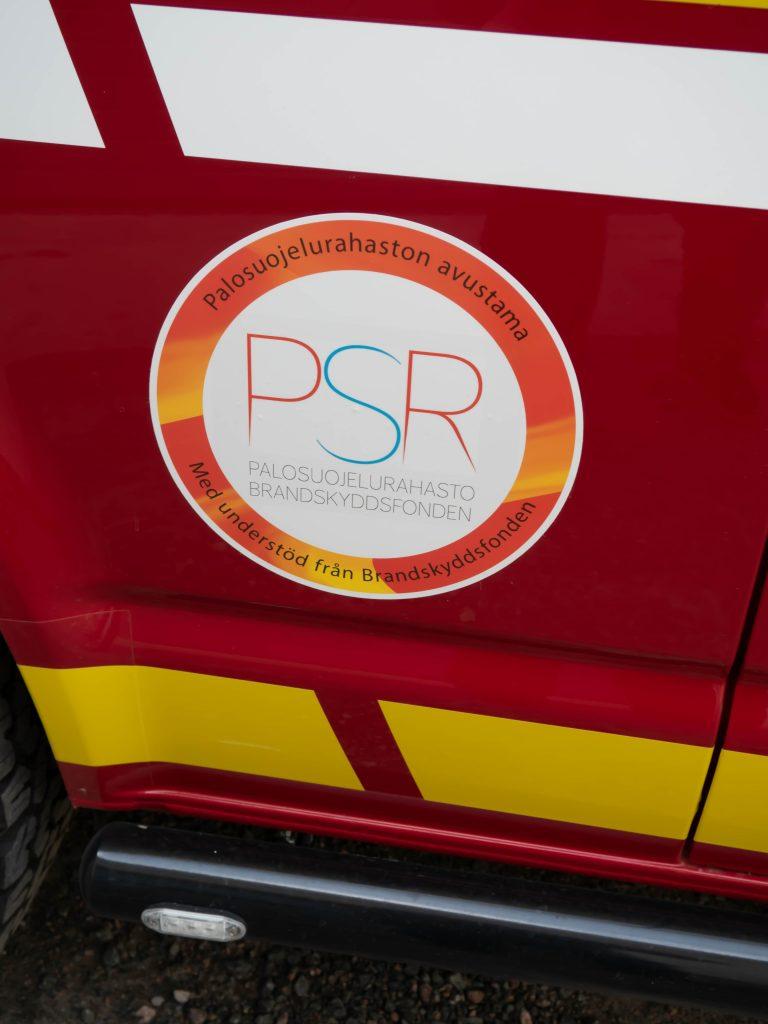 Palosuojelurahaston logo auton kyljessä.