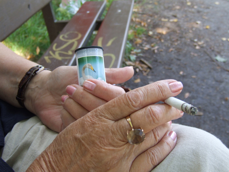 Miniroskis ja tupakka.